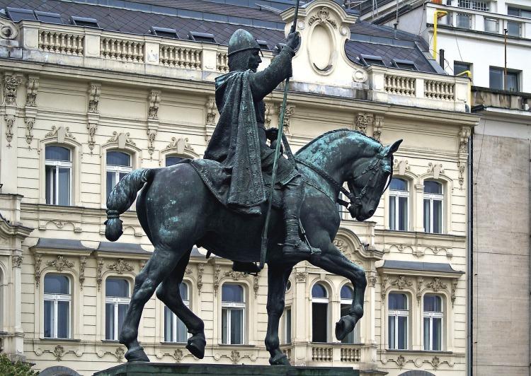 monument-2955858_1280